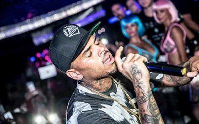Showstopper Chris Brown Rocks Aqwa Mist