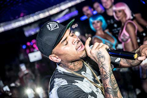 Showstopper Chris Brown Rocks Aqwa Mist