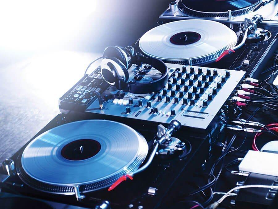 Live DJ in Marbella at La Sala