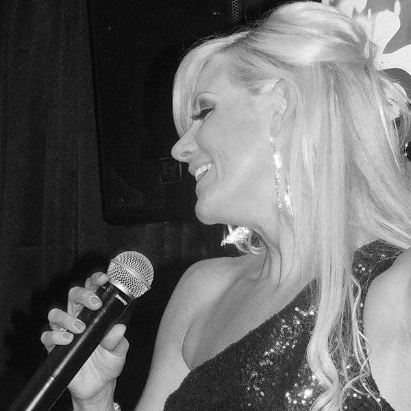 Michelle Daniels singing live at La Sala Puerto Banus