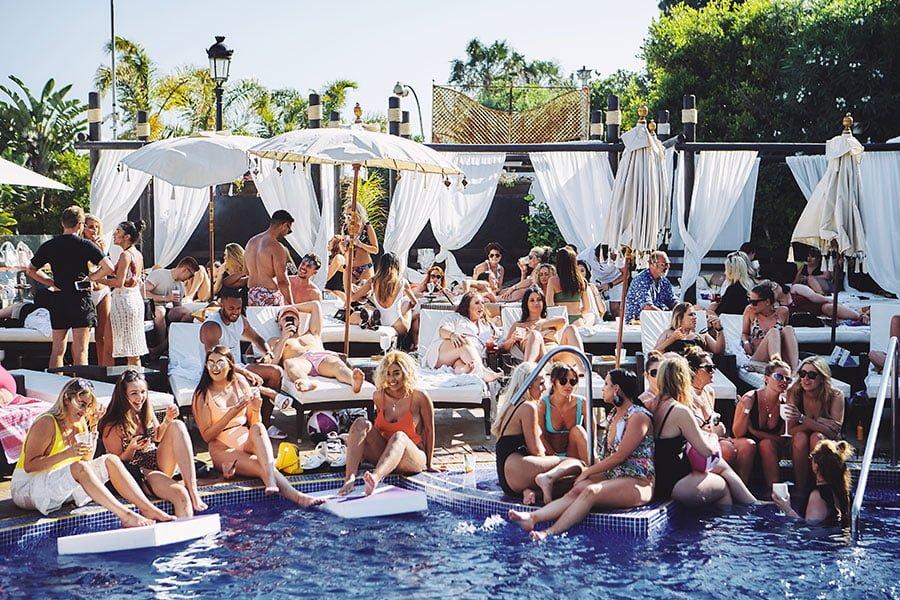 Kiss your Bank Holiday Monday at La Sala by the Sea